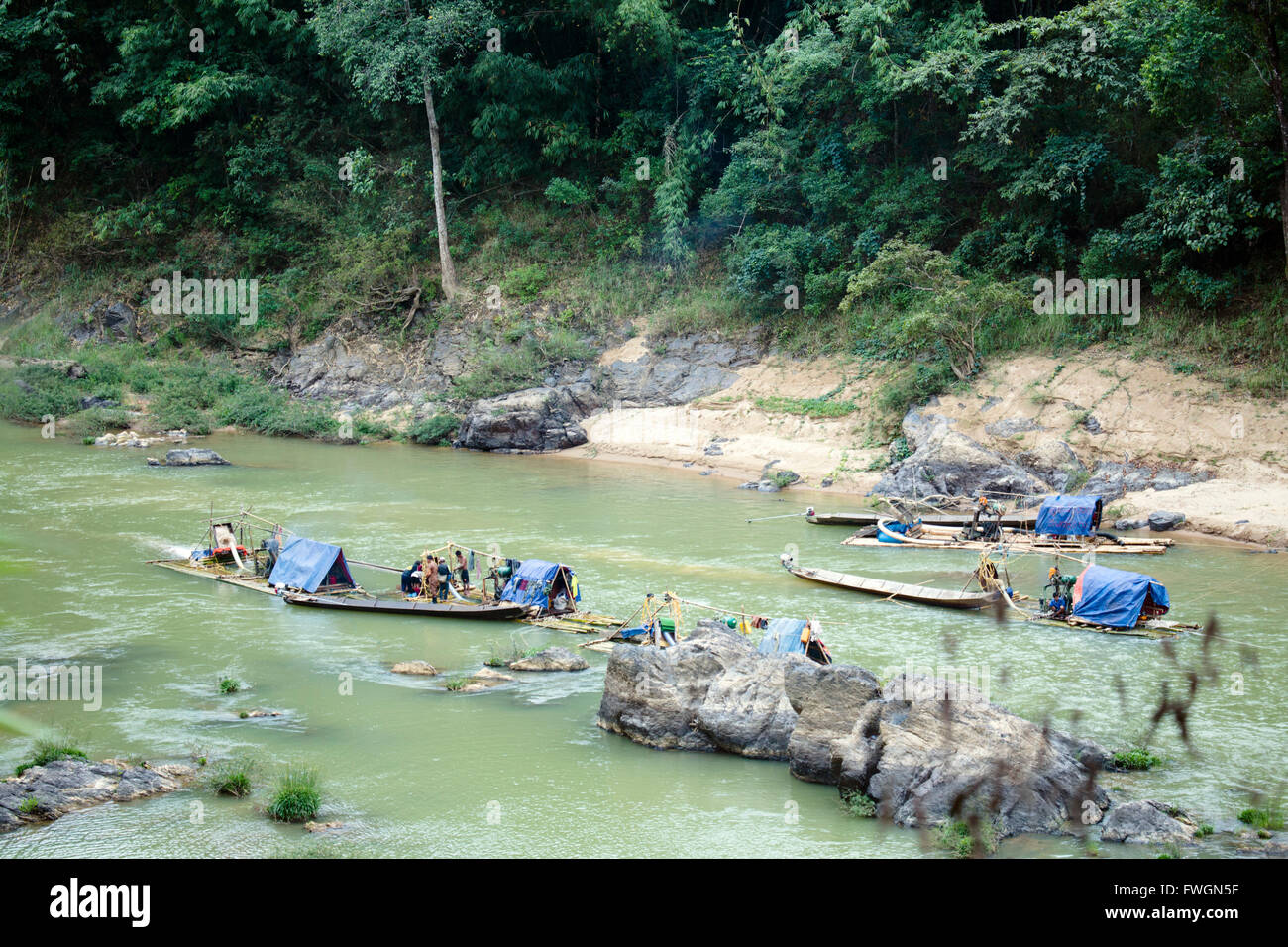Tanintharyi Division, Gold panners on the upper Great Tenasserim (Tanintharyi) River, Sinbyudaing, Tanintharyi, Stock Photo