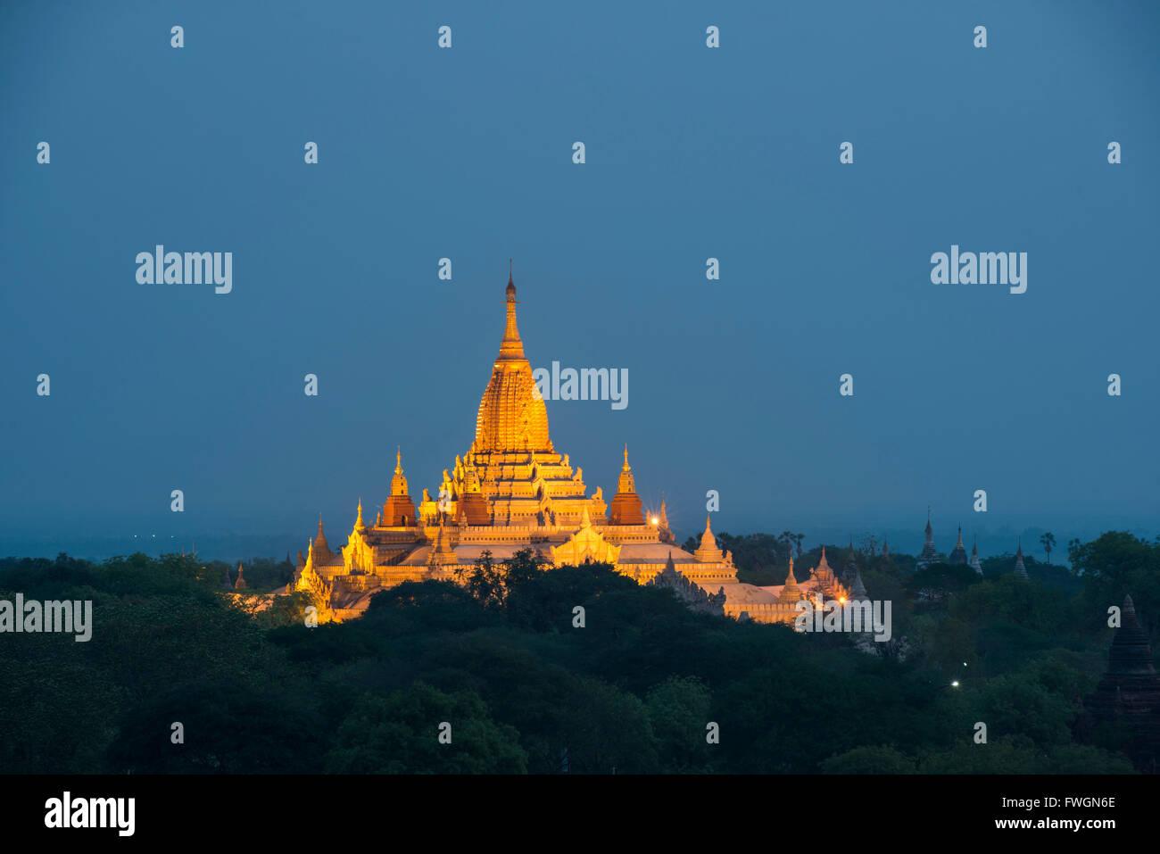 Ananda Temple at night, Temples of Bagan (Pagan), Myanmar (Burma), Asia - Stock Image