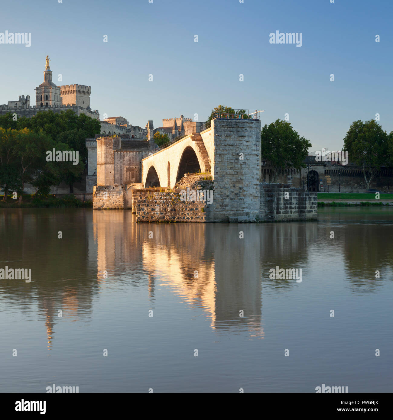 Bridge St. Benezet over Rhone River with Papal Palace behind, UNESCO, Avignon, Vaucluse, Provence-Alpes-Cote d'Azur, - Stock Image