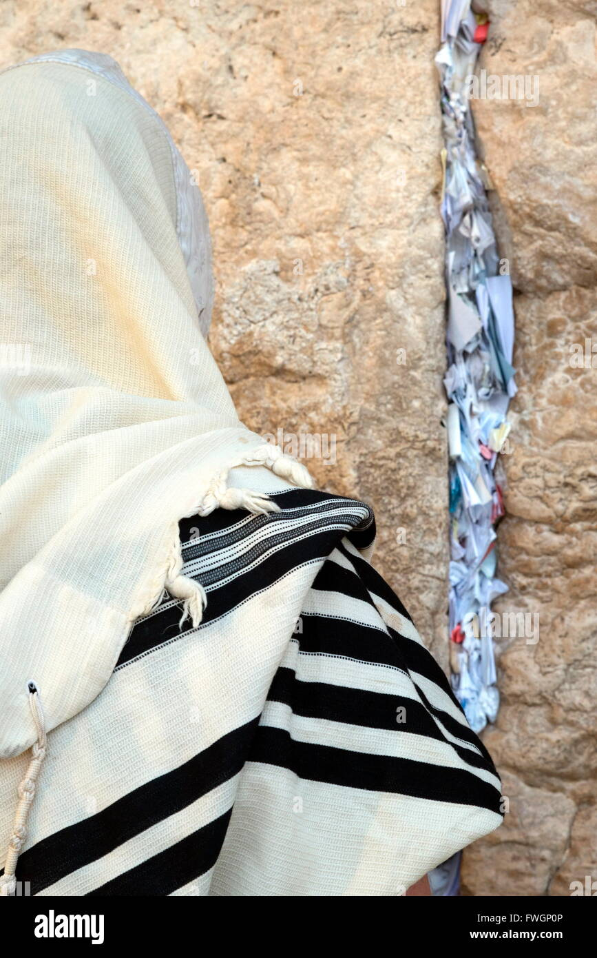 Jew with prayer shawl praying at the Western Wall, Jerusalem ld City, Israel, Middle East - Stock Image