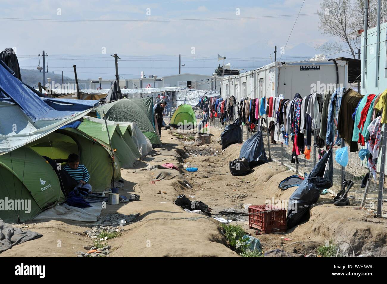 Living in tents and in the trash - 29 March 2016 - Stock Image