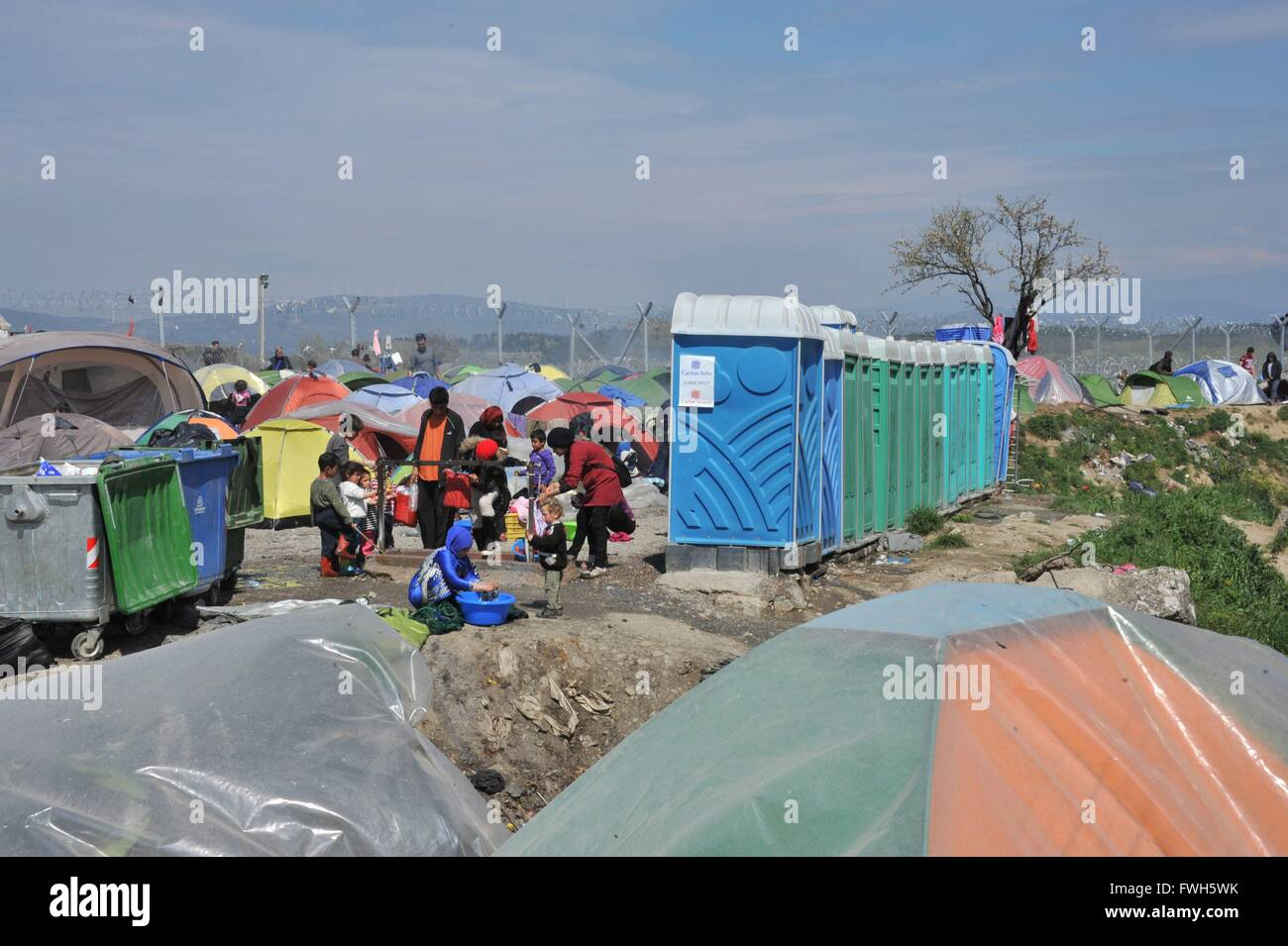 Tents on the Macedonian border, toilets and garbage containers, garbag, children, a woman washes clothes - 29 March - Stock Image