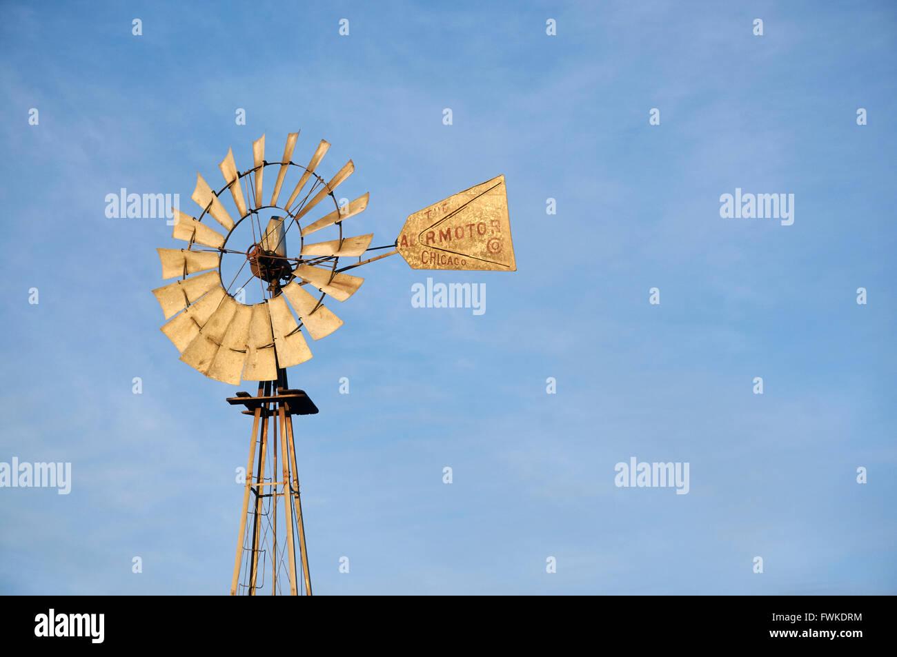 Windmill water pump, Big Bend country near Marathon, Texas, USA - Stock Image