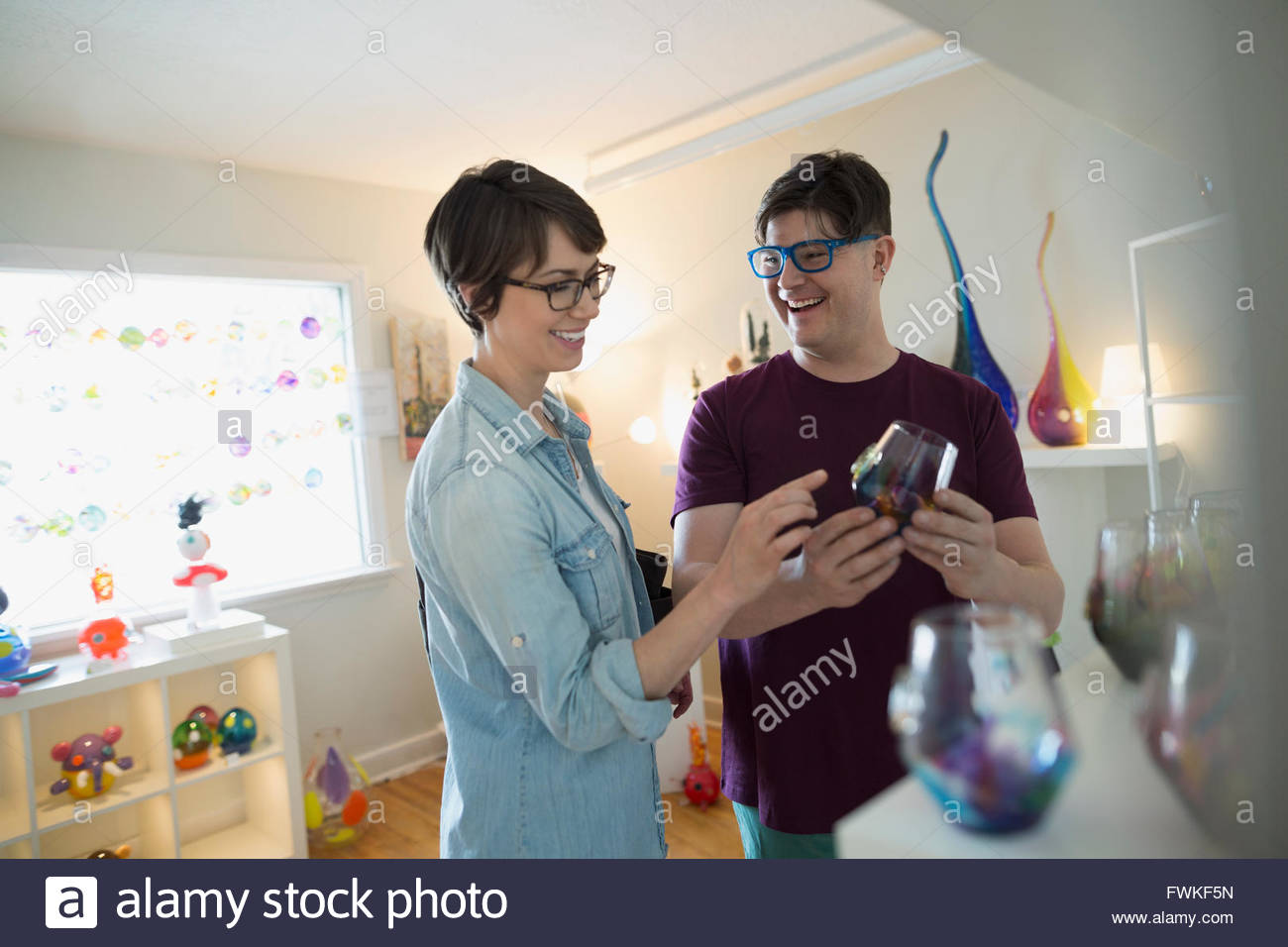 Couple browsing at retail glassblowing shop - Stock Image