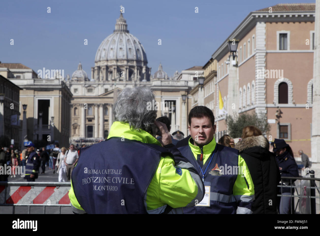 Rescue team control the access to St Peter's square during Pope Francis Easter Mass, Vatican City - Stock Image