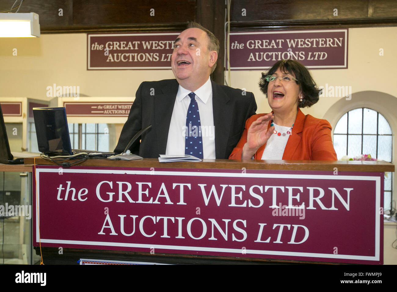 SNP Alex Salmond and Anita Manning at The Great Western Auctions Ltd - Stock Image