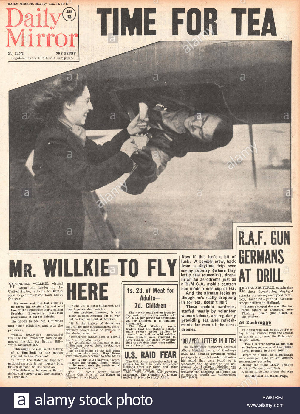 1941 front page Daily Mirror Wendell Willkie to fly to Britain and Italian Forces retreat in Libya - Stock Image
