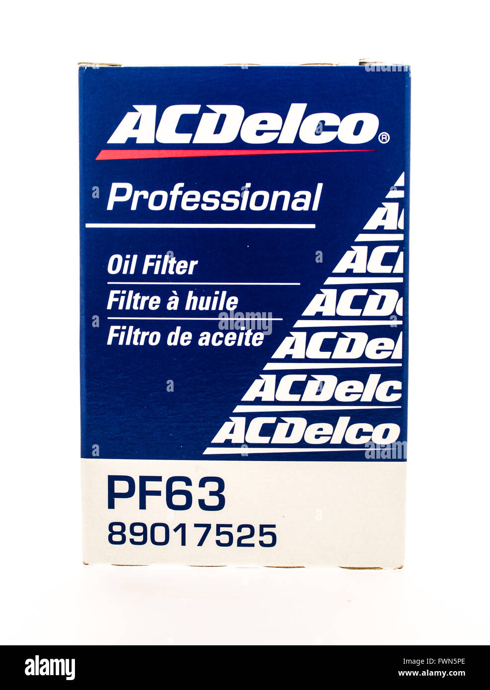 Winneconne, WI - 23 August 2015:  Box of an ACDELCO oil flter. - Stock Image