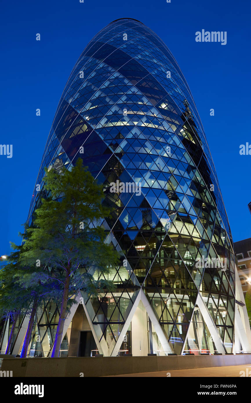 30 St Mary Axe building or Gherkin illuminated at night in London - Stock Image
