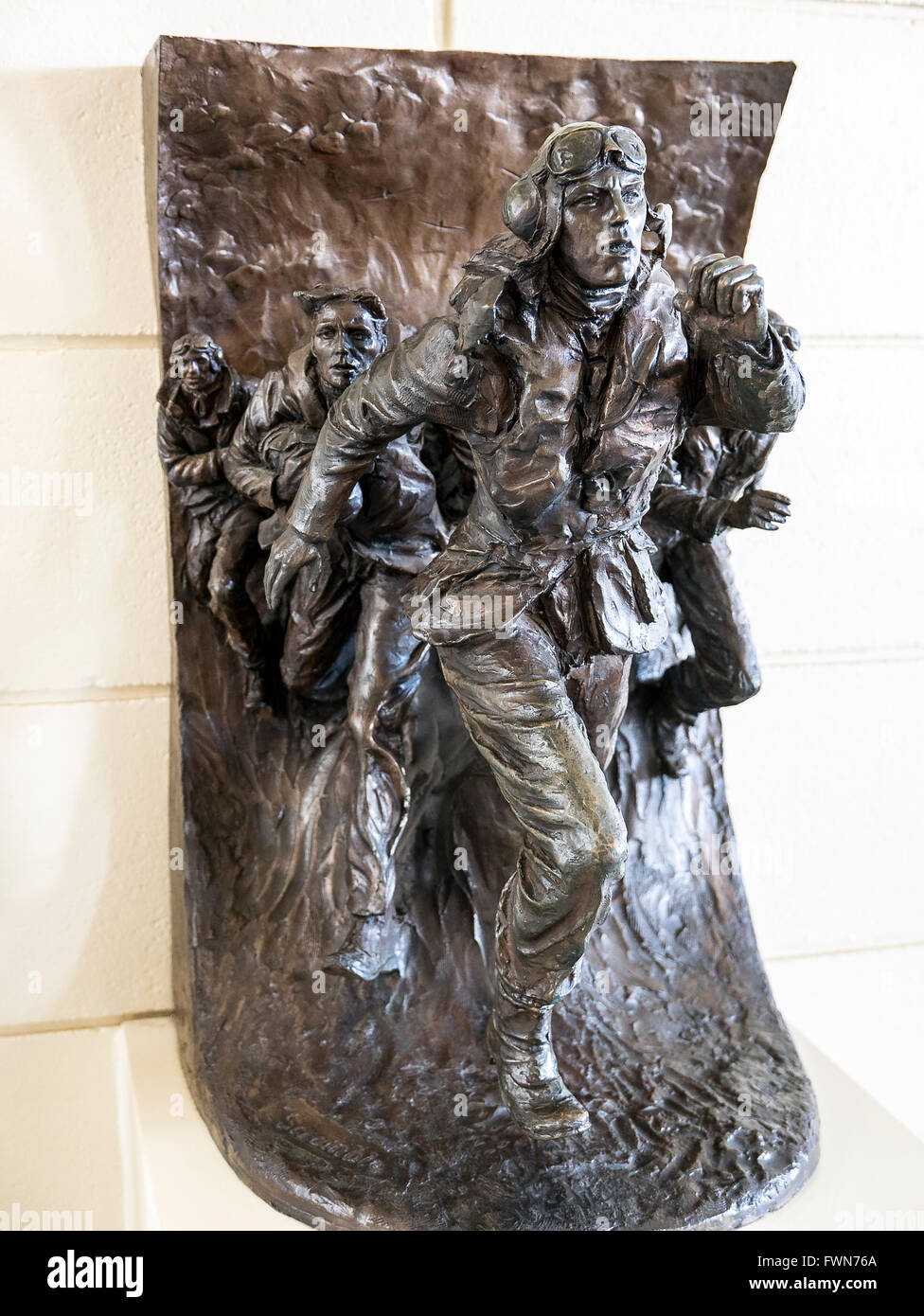 Sculpture showing Battle of Britain RAF pilot running to his aircraft to defend the UK - Stock Image