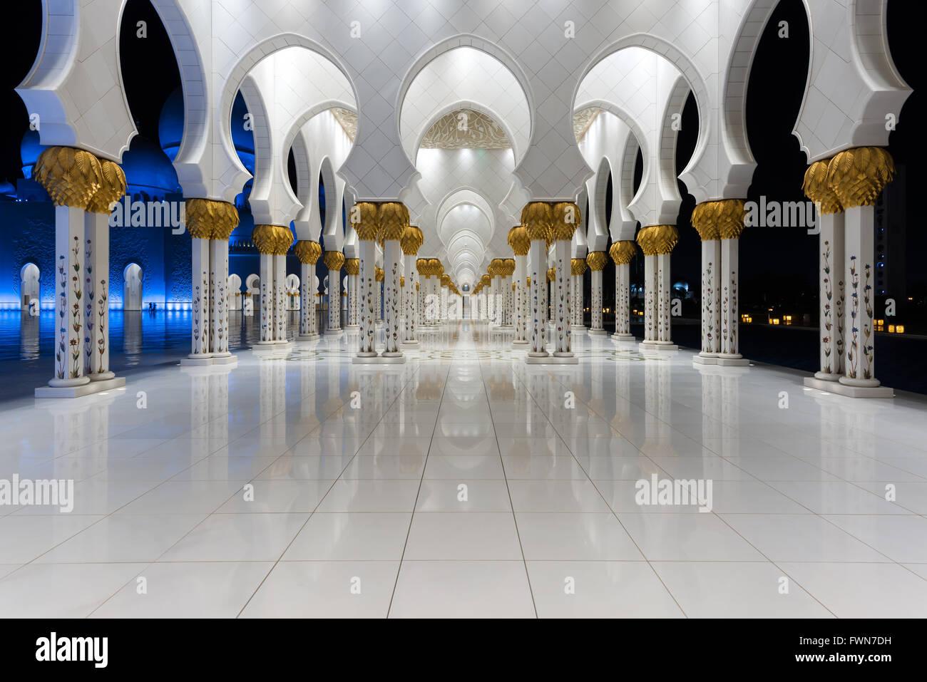 Equilibrium - Sheikh Zayed Grand Mosque, Abu Dhabi - Stock Image