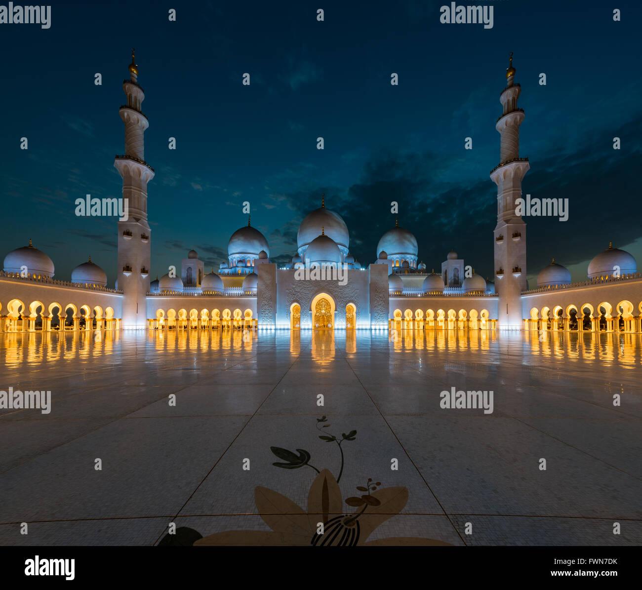 Equivalence - Sheikh Zayed Grand Mosque, Abu Dhabi - Stock Image