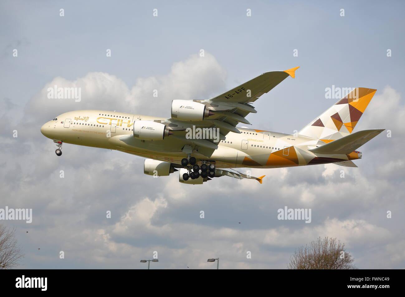 Etihad Airways Airbus A380-800 A6-APF approaching London Heathrow Airport, UK - Stock Image