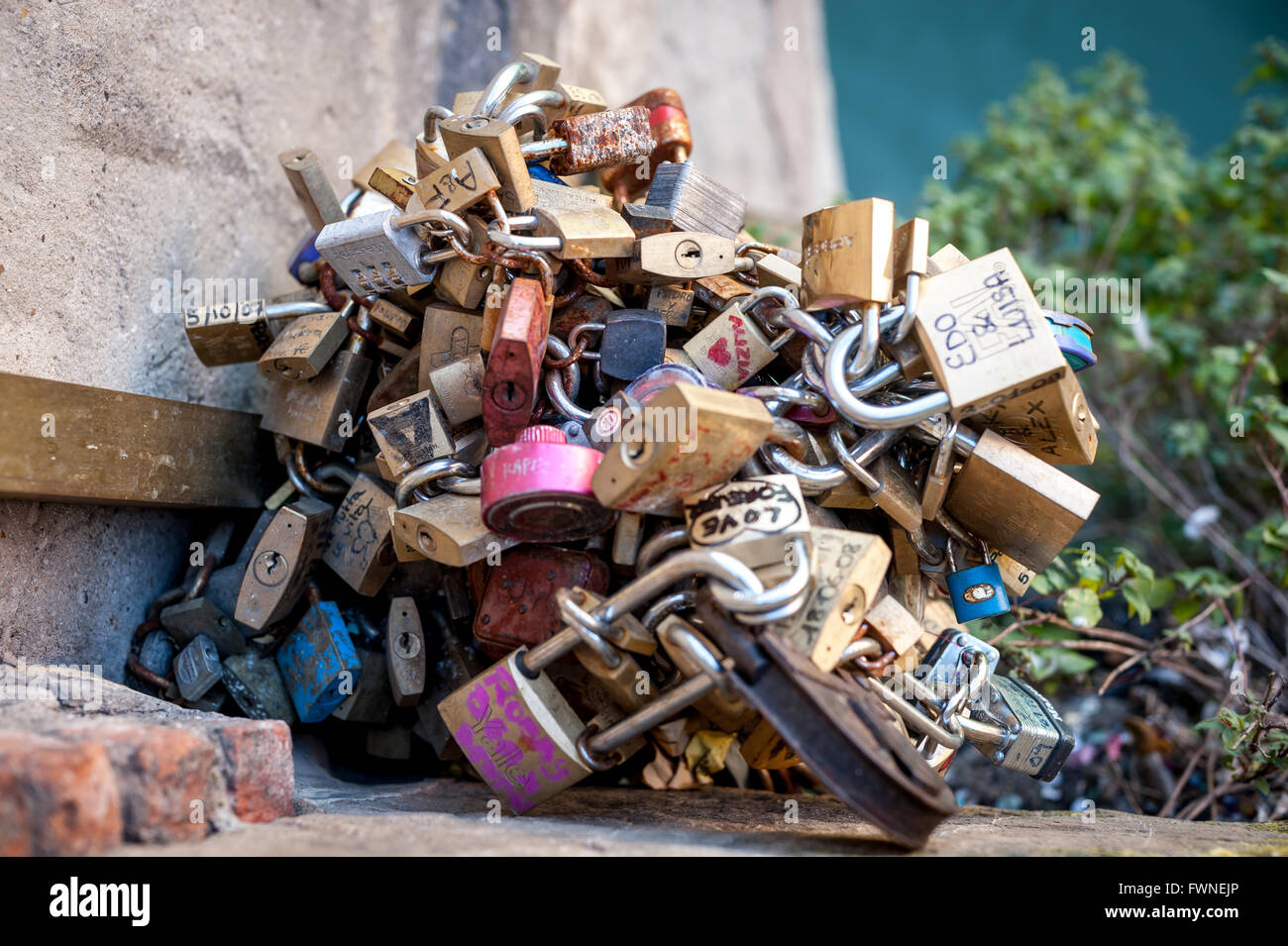 Lovers' locks on the Ponte Vecchio in Florence, Italy. - Stock Image