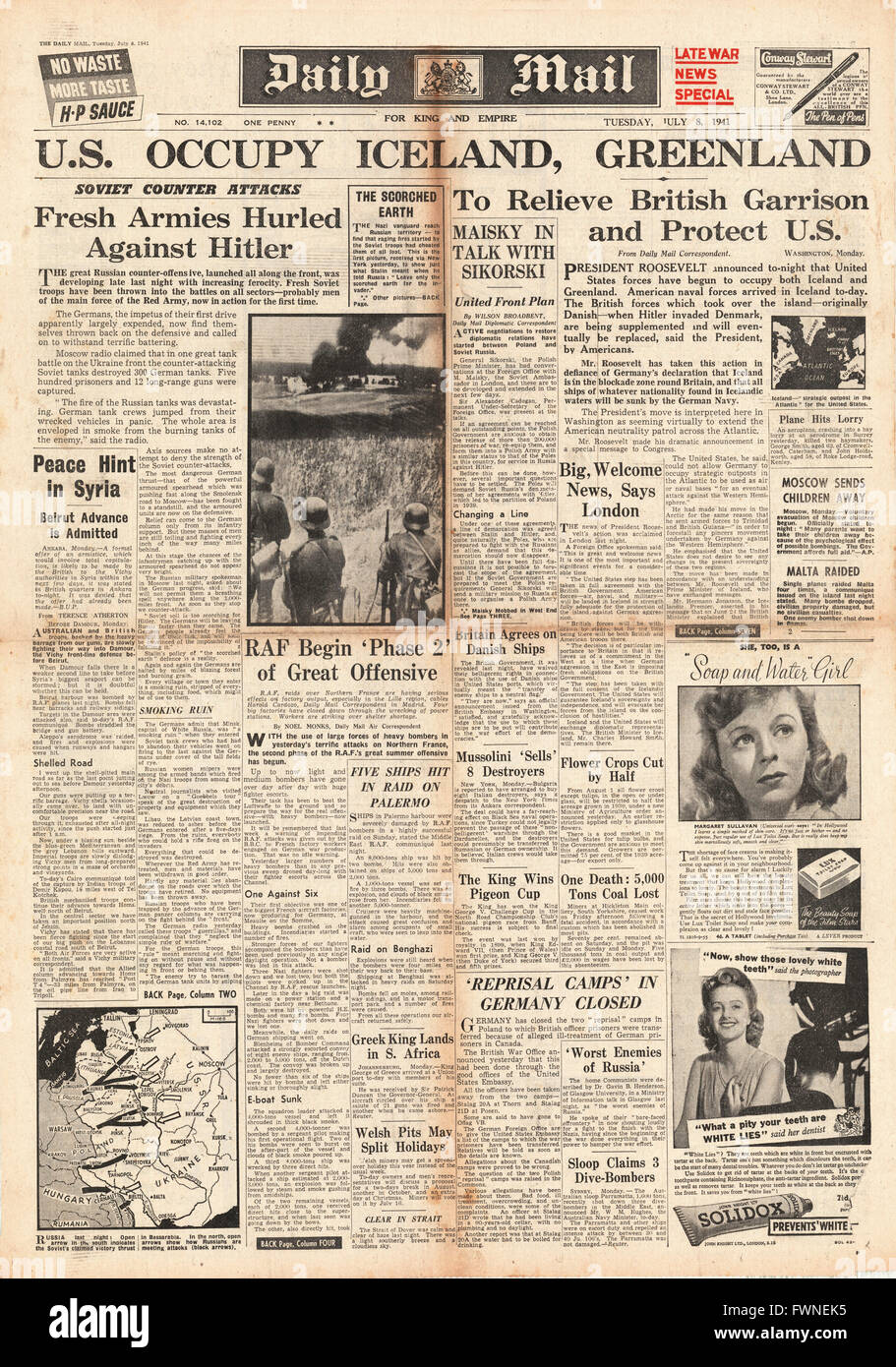 1941 front page Daily Mail United States Occupies Iceland, Battle for Russia and RAF Raids over France Stock Photo