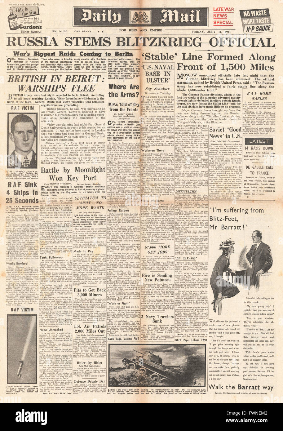 1941 front page  Daily Mail Russia hold German Advance - Stock Image