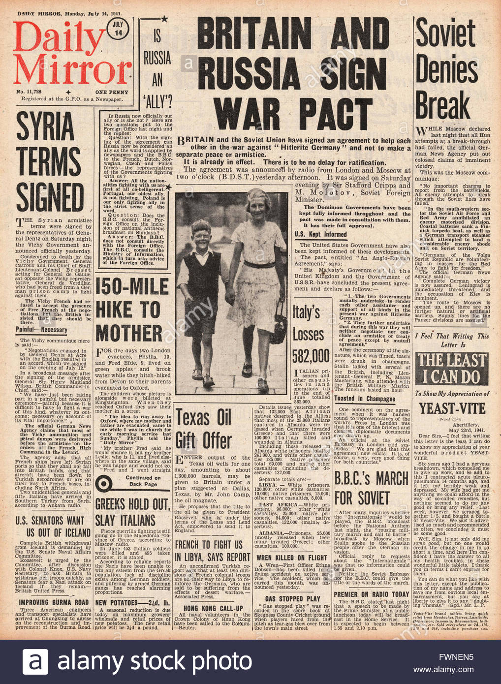 1941 front page  Daily Mirror Britain and Russia sign War Pact - Stock Image
