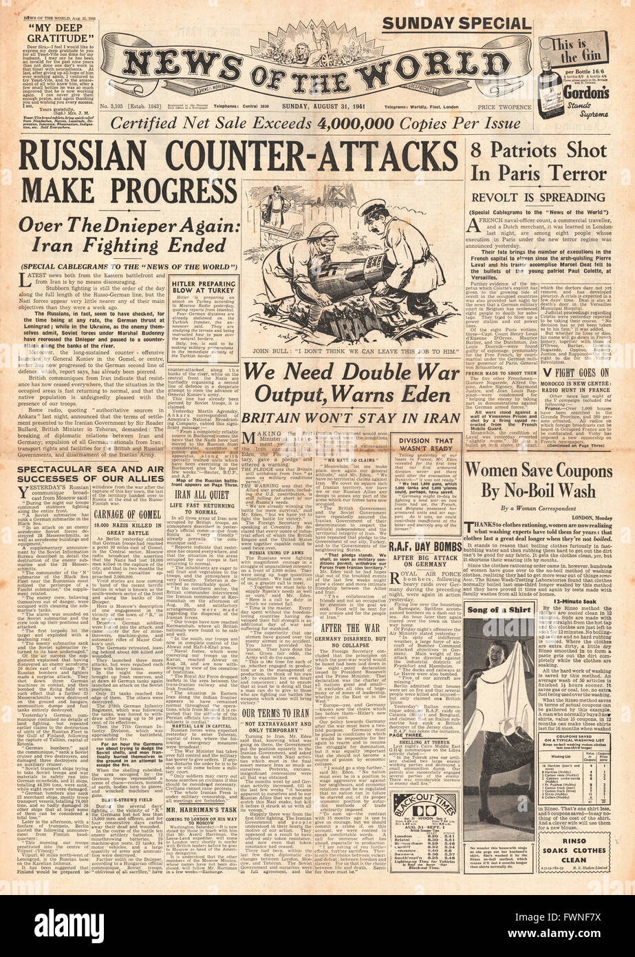 1941 front page News of the World Russian counter attacks make progress and executions in Paris Stock Photo