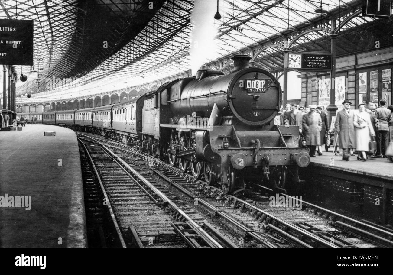 This scene of an ex LENWR Jumbo 2-4-0 piloting a Prince Of  Wales 4-6-0 at Euston dates around the time of the grouping - Stock Image