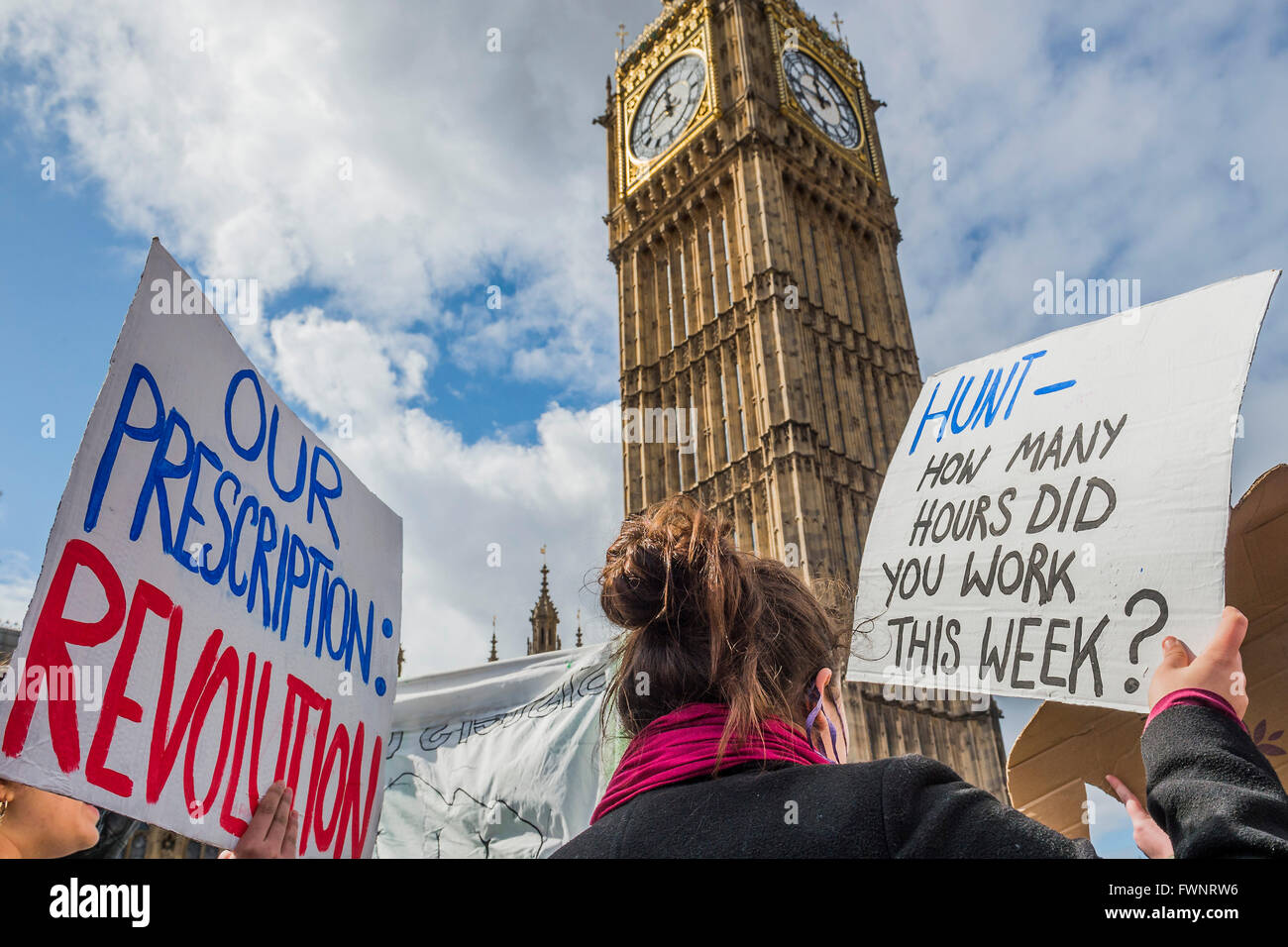 London, UK. 6th April, 2016. Nurses and doctors march on the department of health in Whitehall - The picket line - Stock Image