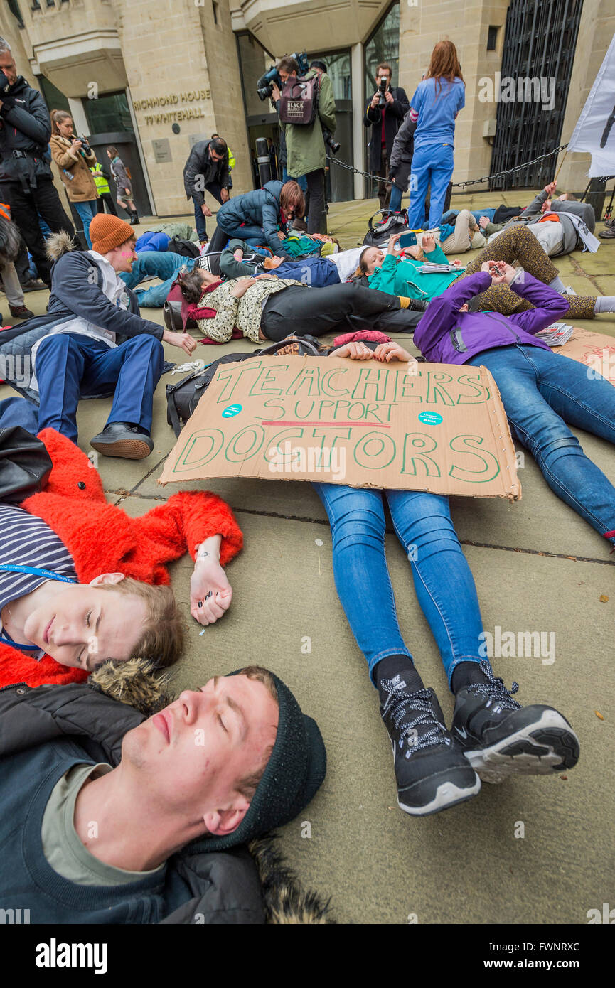 Whitehall, London, UK. 6th April, 2016. A die in after the nurses and doctors march on the department of health - Stock Image