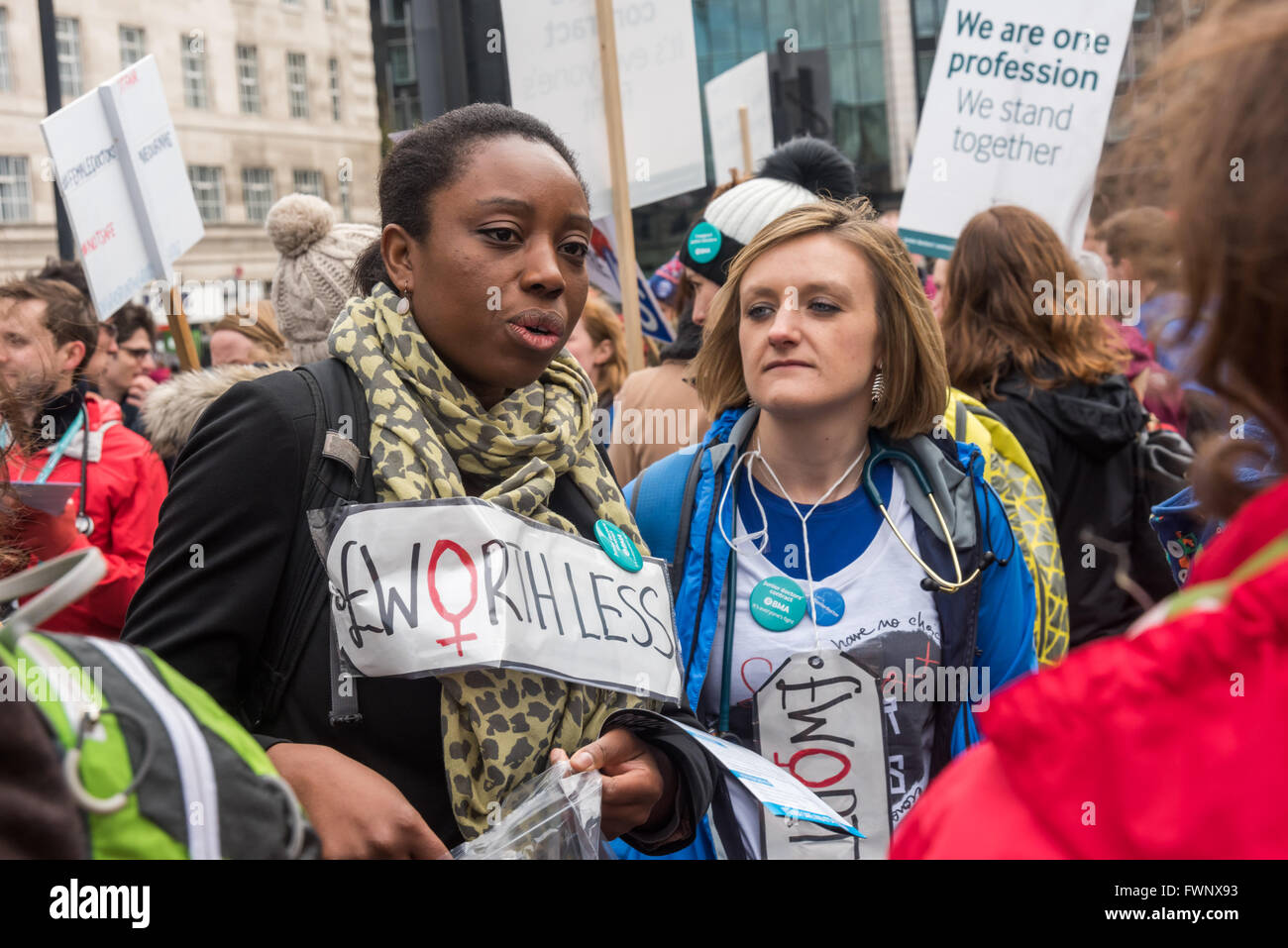 London, UK. 6th April, 2016. Junior doctors at the picket line on the southern end of Westminster Bridge at St Thomas' - Stock Image