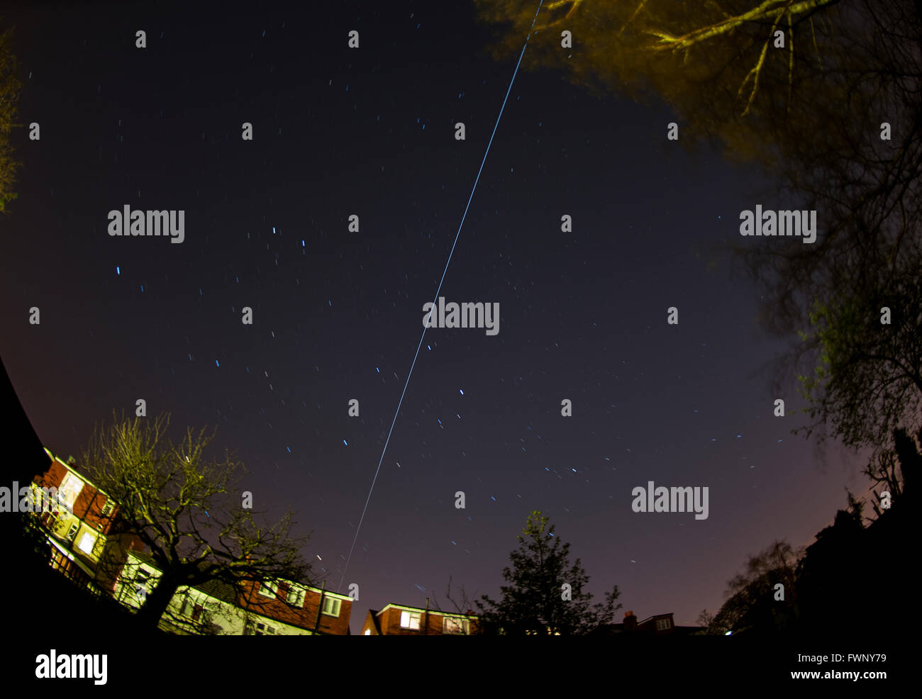 Wimbledon, London, UK. 6th April, 2016. The International Space Station tracks across the sky above London from - Stock Image