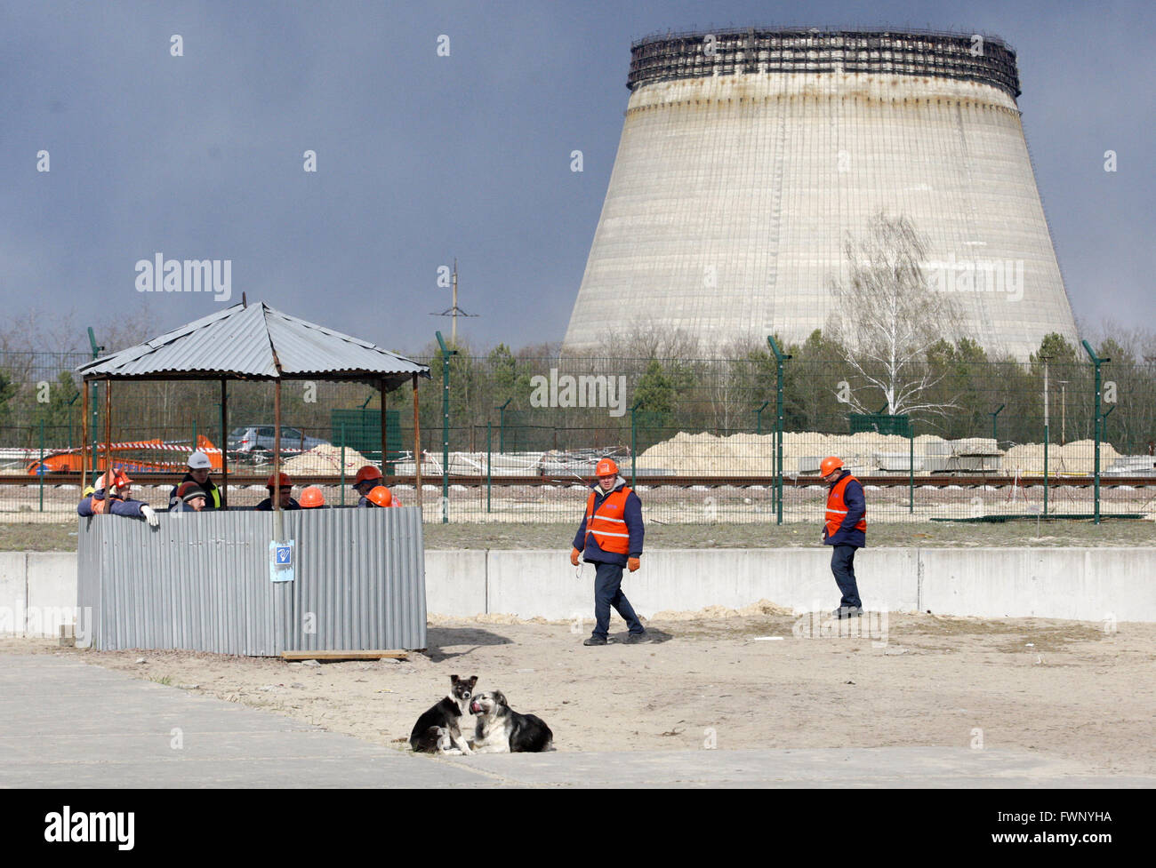 April 21, 2015 - Workers walk past the construction site of a nuclear-fuel storage facility next to the Chernobyl - Stock Image