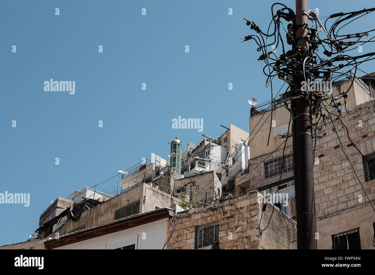 Jerusalem, Israel. 7th April, 2016. Rooftops and a mosque minaret in Silwan. An estimated 500 Israeli Jews currently - Stock Image
