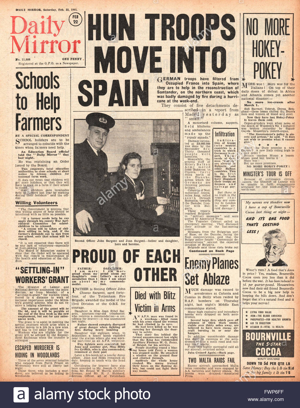 1941 front page Daily Mirror German Troops 'Move into Spain' - Stock Image