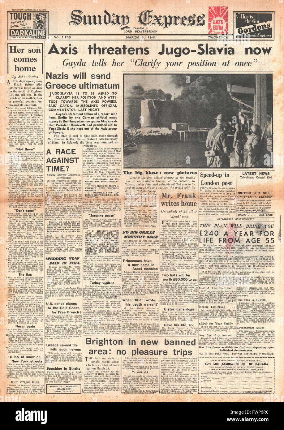 1941 front page Sunday Express Axis threat to Yugoslavia - Stock Image