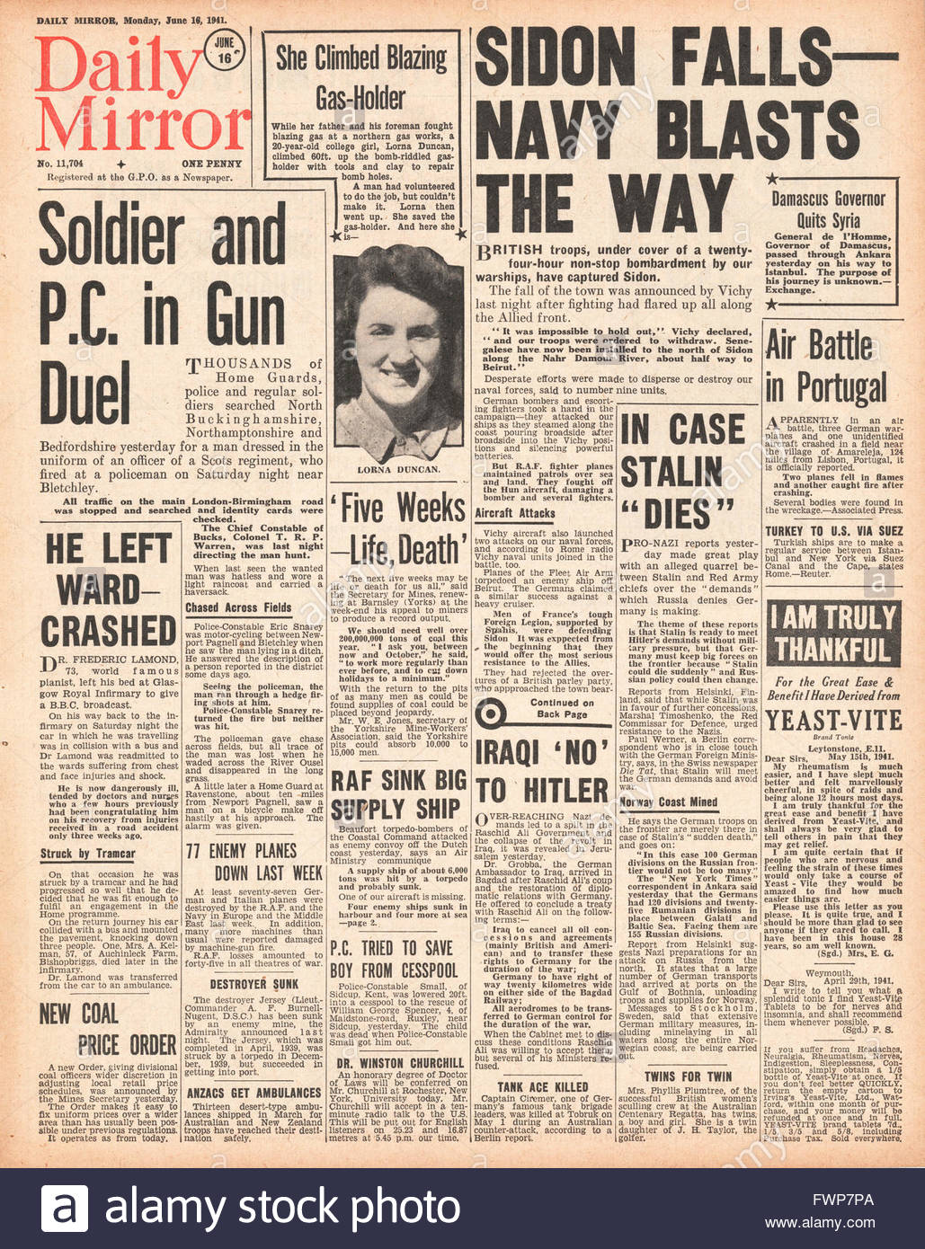 1941 front page  Daily Mirror Battle for Syria - Stock Image