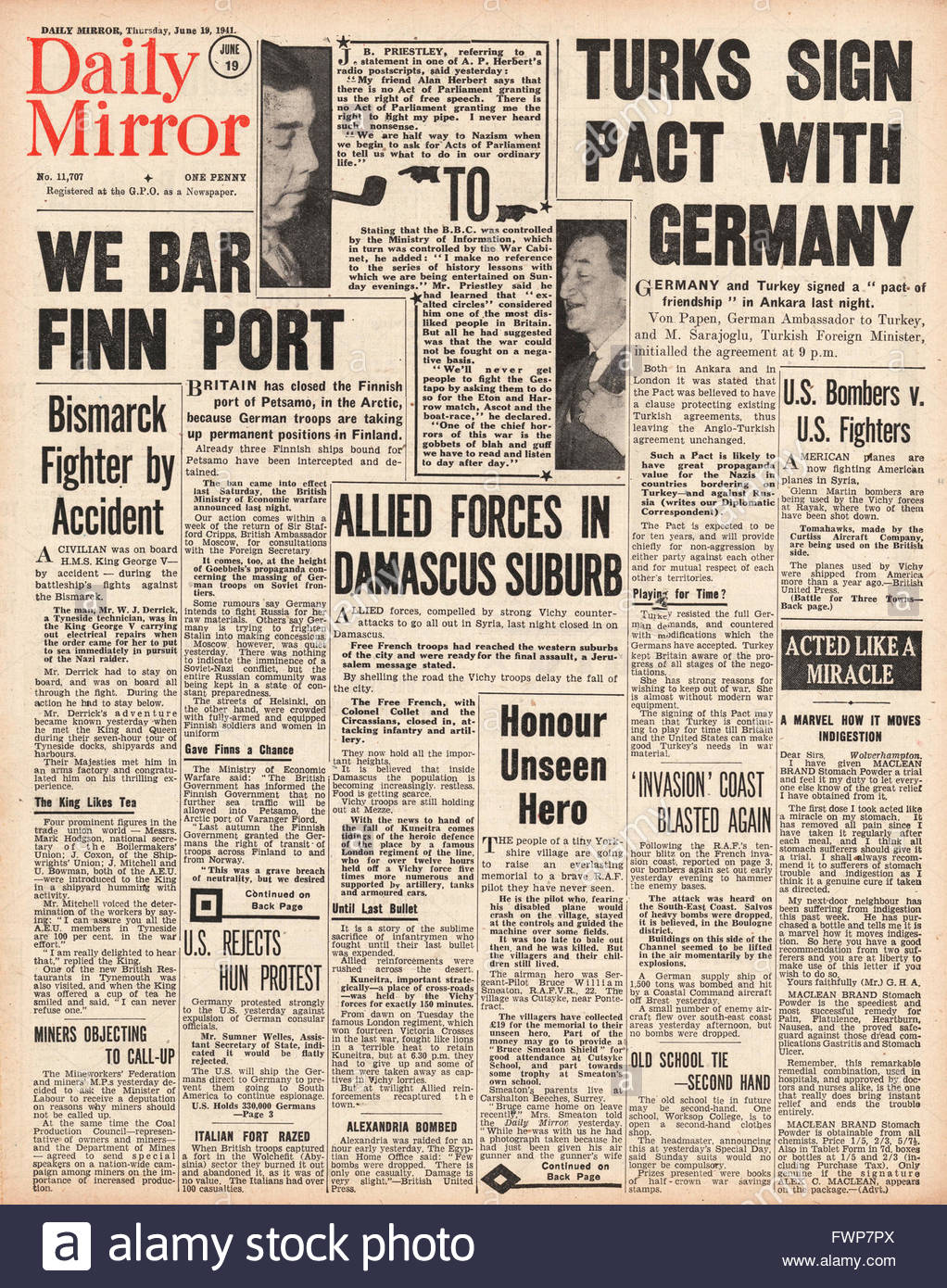 1941 front page  Daily Mirror Turkey signs pact with Germany and Battle for Syria - Stock Image