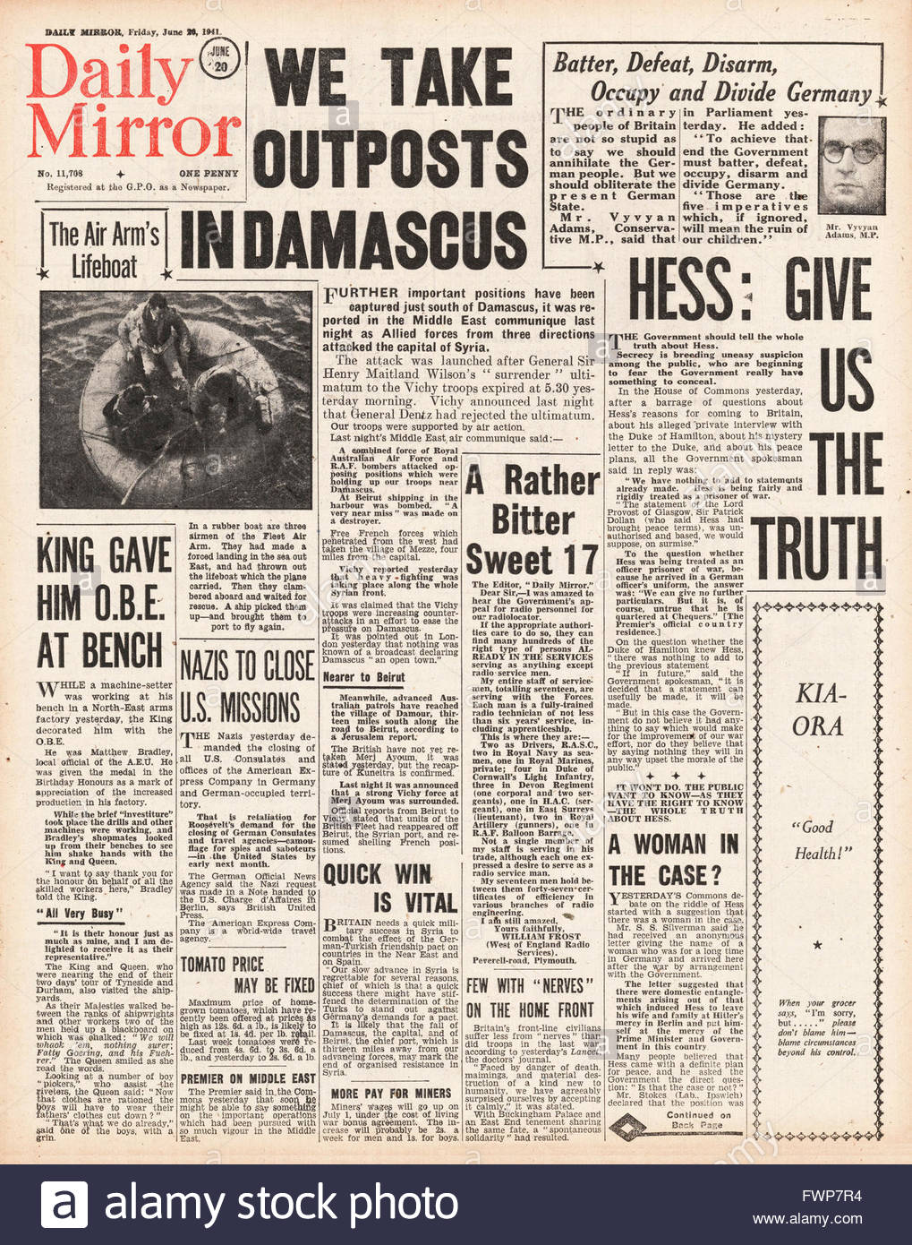 1941 front page  Daily Mirror Allied forces bombard Damascus - Stock Image