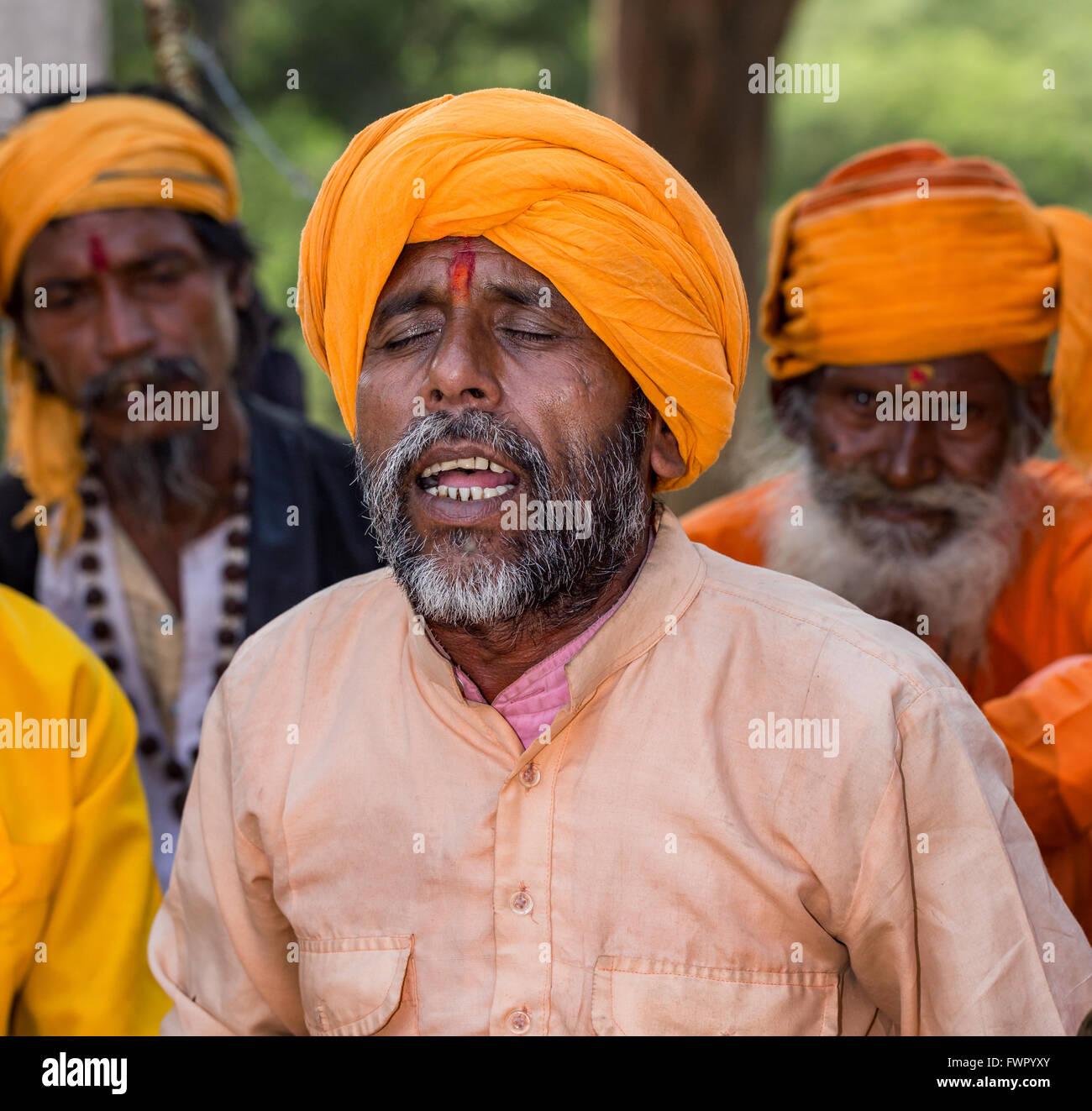 A sadhu singing, Pushkar, Rajasthan, India - Stock Image