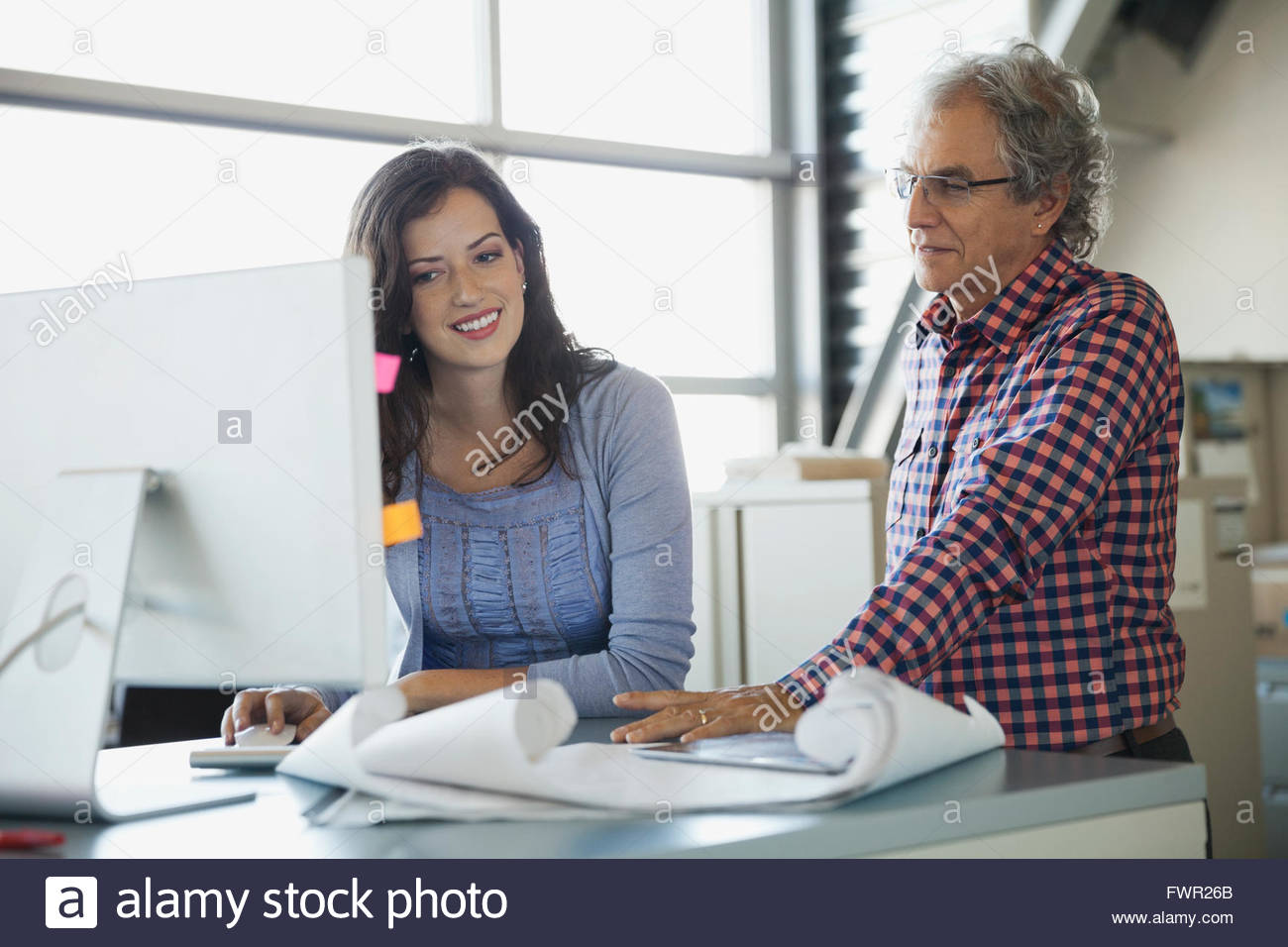 Business people working on computer in office - Stock Image