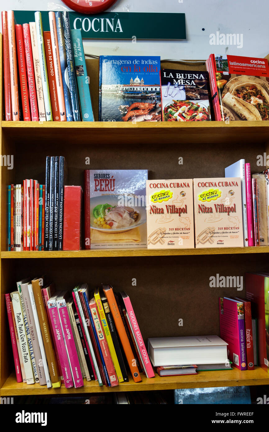 Florida FL Miami Revistas & Periodicos Liberia bookstore independent inside books sale display Spanish language - Stock Image