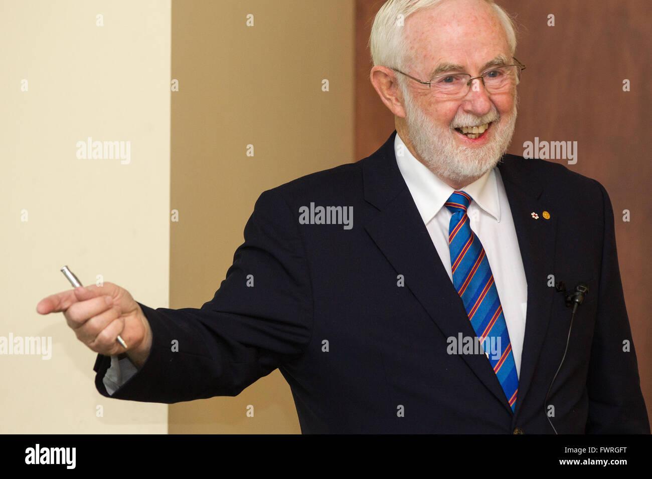Nobel prize co-winner in physics Arthur McDonald speaks at Queen's University in Kingston, Ont., on March 11, - Stock Image