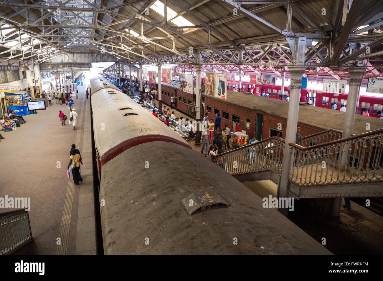 Train platform people inside Fort railway station, Colombo, Sri Lanka, Asia - Stock Image