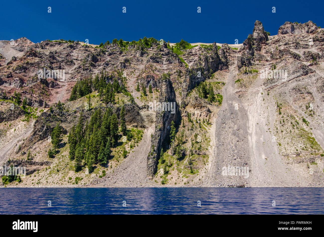 Devil's Backbone volcanic upthrust in the crater rim.  Crater Lake National Park, Oregon - Stock Image