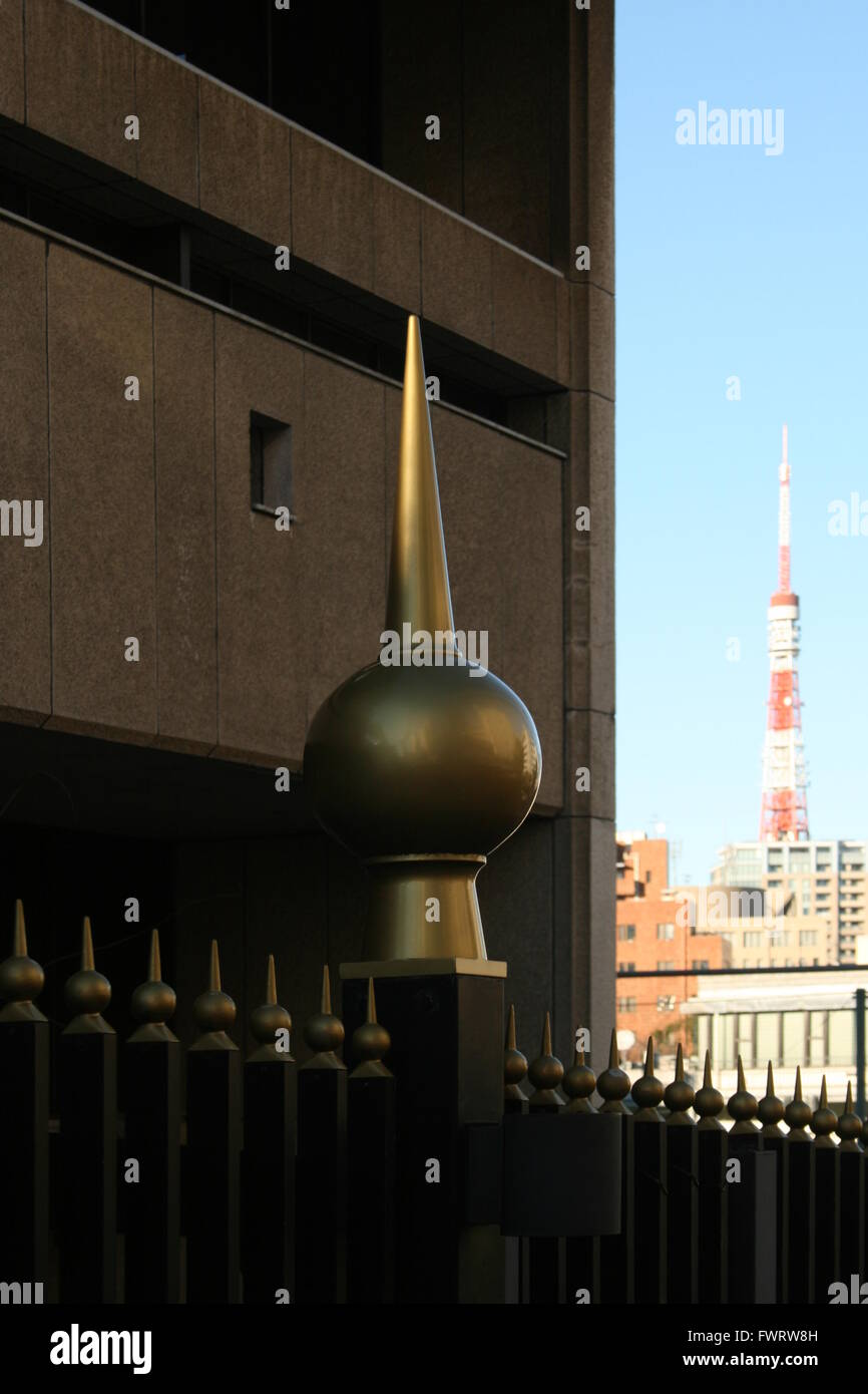 The fence of the Kenzo Tange-designed Embassy of Kuwait in Tokyo with Tokyo Tower in the background - Stock Image