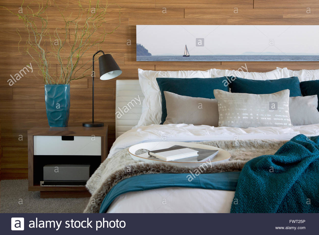 Teal and white accents in bedroom Stock Photo: 101946818 - Alamy