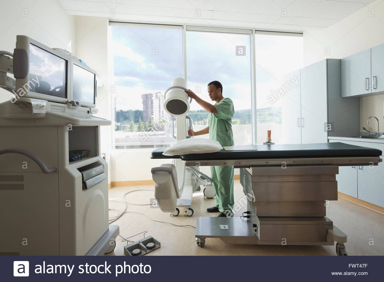 Male nurse working in radiology room - Stock Image