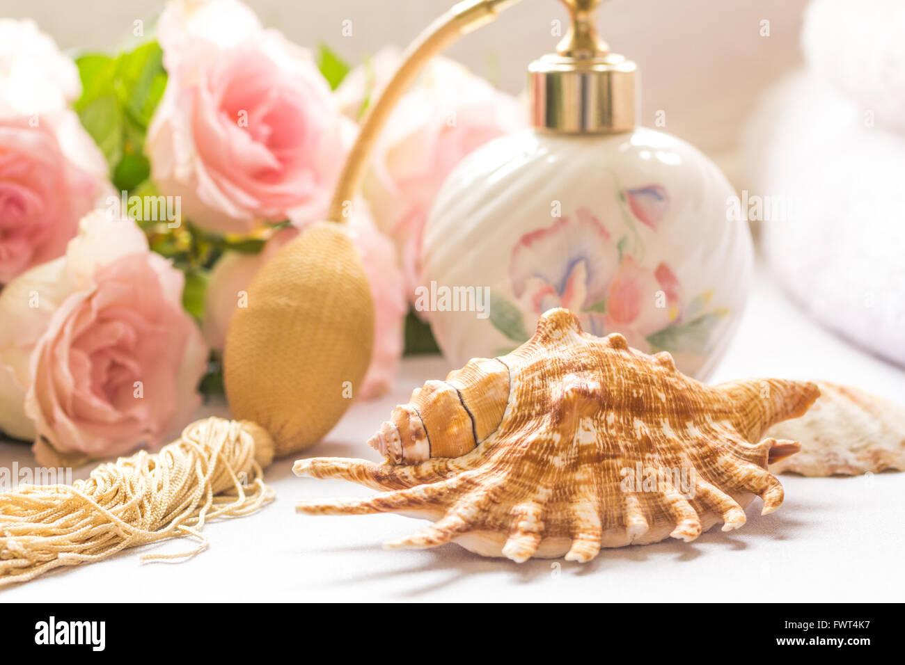 Bath arrangement with perfume bottle pink roses - Stock Image