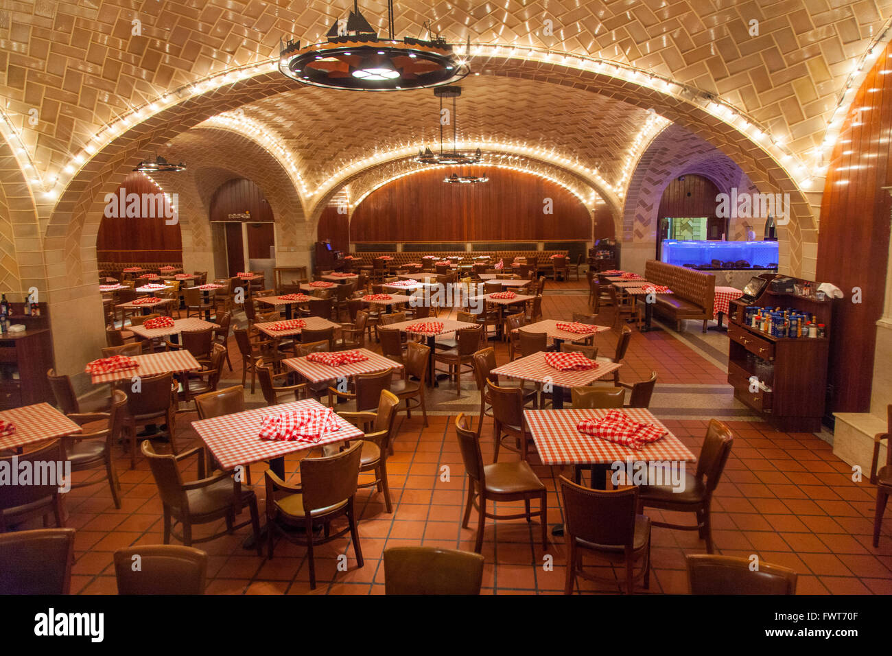 Oyster Bar Grand Central Stock Photos & Oyster Bar Grand Central ...