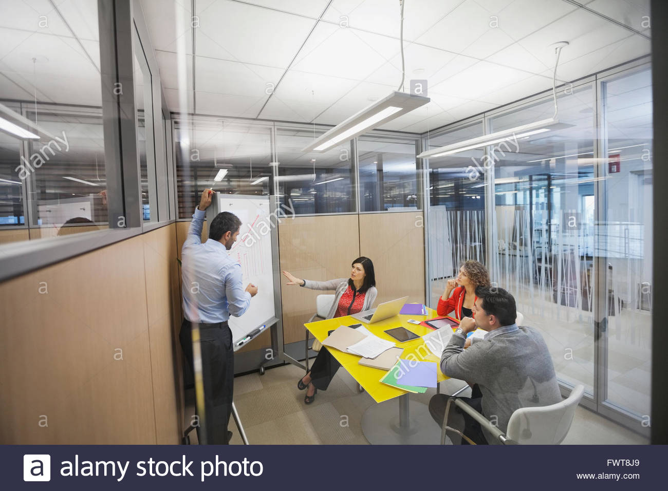 Business people in animated discussion - Stock Image