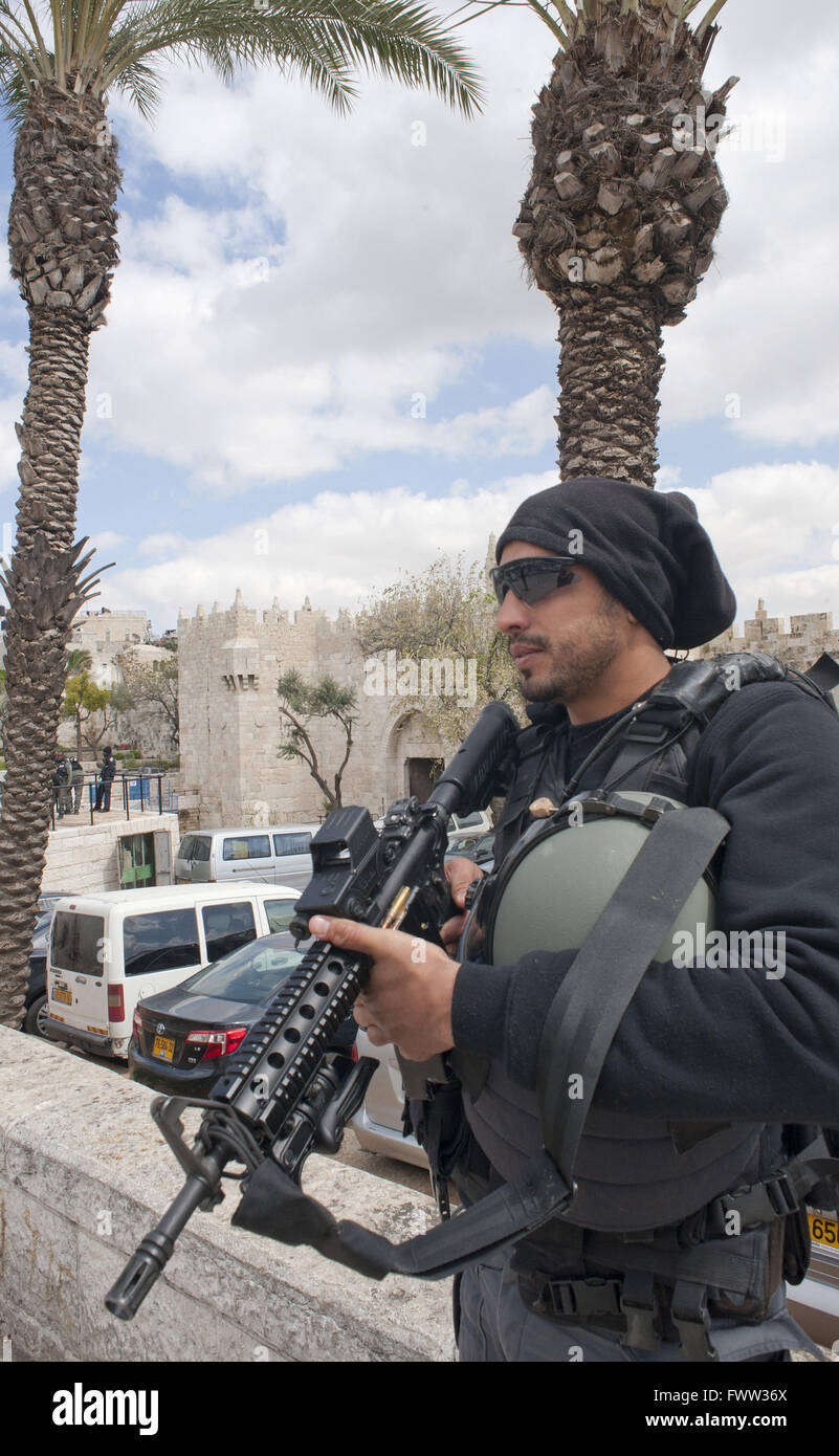Jerusalem, Israel, 29 March 2016. An Israeli Border Police officer on counter-terrorism duty at the Old City's - Stock Image