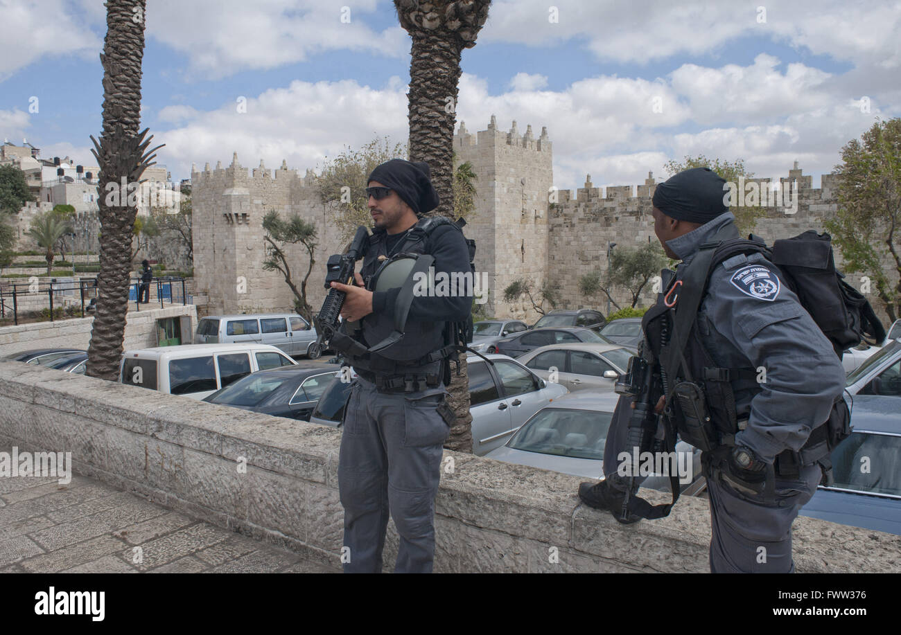 Jerusalem, Israel, 29 March 2016. Israeli Border Police patrol the area outside the Damascus Gate of the Old City. - Stock Image
