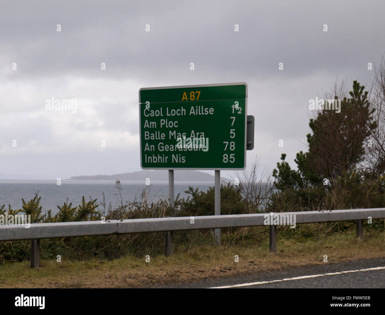 Road sign in gaelic - Stock Image