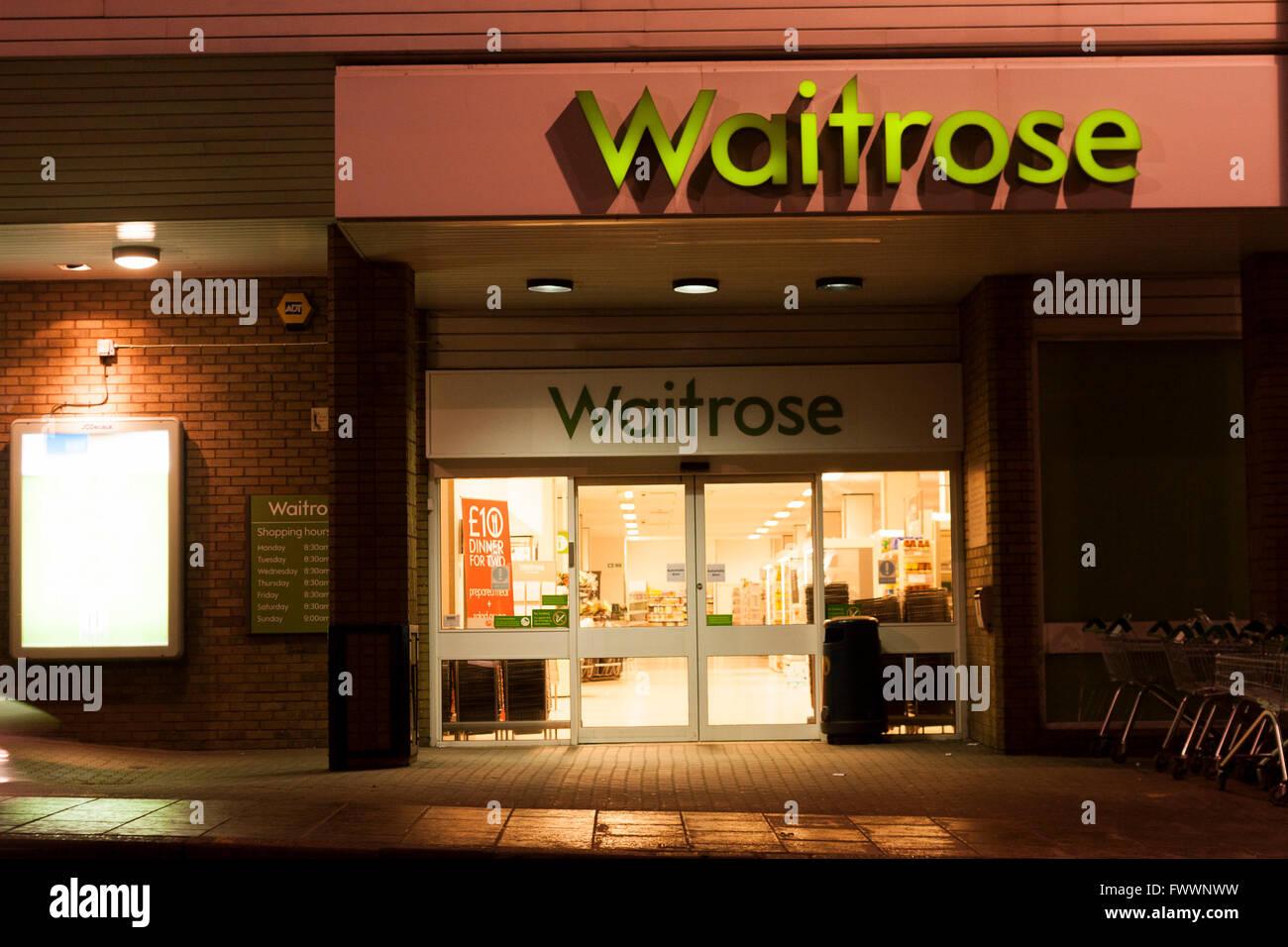 Waitrose supermarket in Edinburgh Morningside at night.  Photos by Pako Mera - Stock Image